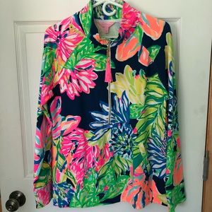 af56e6847bd710 Lilly Pulitzer Tops - NWOT Lilly Pulitzer popover in Travelers Palm